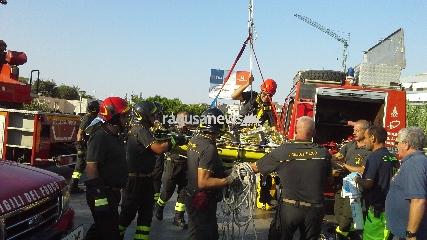 http://www.ragusanews.com//immagini_articoli/26-08-2017/tenta-suicidio-ruscello-ippari-salvato-240.jpg