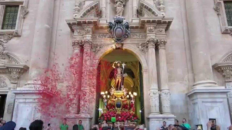 https://www.ragusanews.com//immagini_articoli/26-08-2018/domani-simulacro-giovanni-processione-ibla-500.jpg