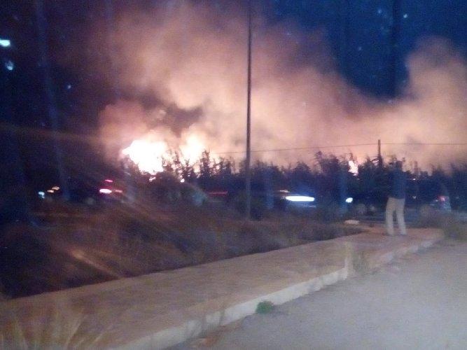 https://www.ragusanews.com//immagini_articoli/26-08-2018/incendio-luna-park-marina-ragusa-500.jpg
