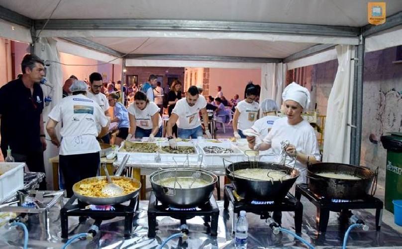 https://www.ragusanews.com//immagini_articoli/26-08-2020/festival-del-pesce-azzurro-a-marzamemi-prima-settimana-di-ottobre-500.jpg