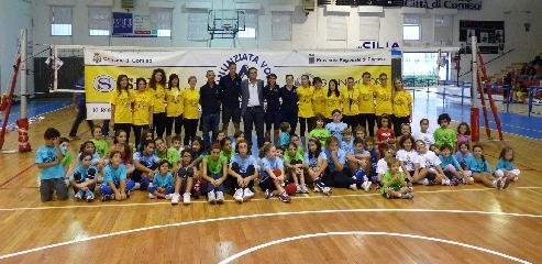 http://www.ragusanews.com//immagini_articoli/26-09-2011/l-open-volley-day-a-comiso-240.jpg