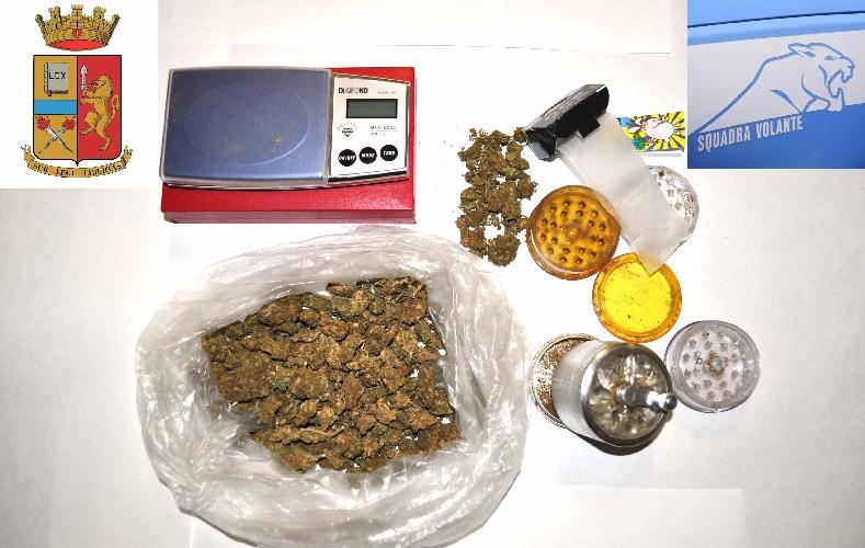 http://www.ragusanews.com//immagini_articoli/26-09-2014/droga-denunciato-un-ragusano-500.jpg