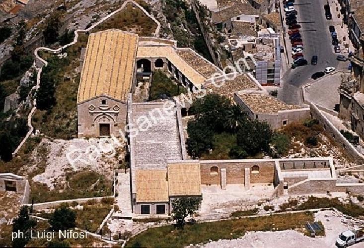 http://www.ragusanews.com//immagini_articoli/26-09-2015/riapre-il-convento-della-croce-500.jpg
