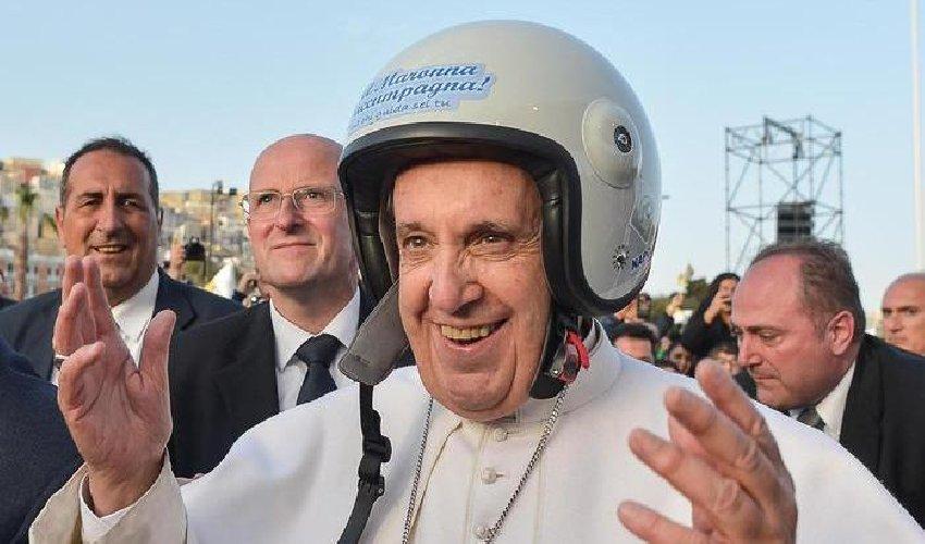 Papa Francesco all'IIHF: