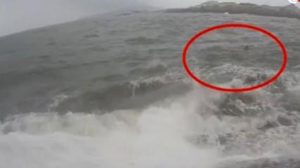 https://www.ragusanews.com//immagini_articoli/26-09-2020/si-tuffa-in-mare-per-salvare-un-ragazzo-ora-e-disperso-240.jpg