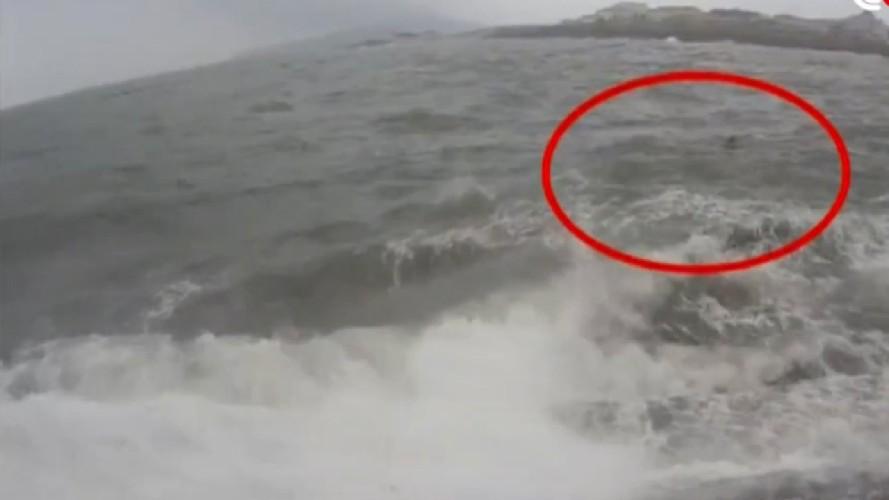 https://www.ragusanews.com//immagini_articoli/26-09-2020/si-tuffa-in-mare-per-salvare-un-ragazzo-ora-e-disperso-500.jpg