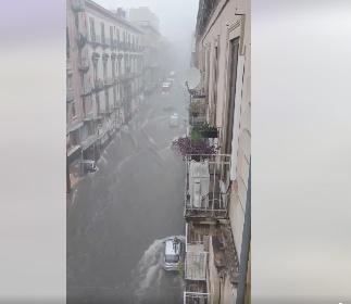 https://www.ragusanews.com//immagini_articoli/26-10-2021/alluvione-a-catania-i-video-del-fiume-d-acqua-in-centro-280.jpg