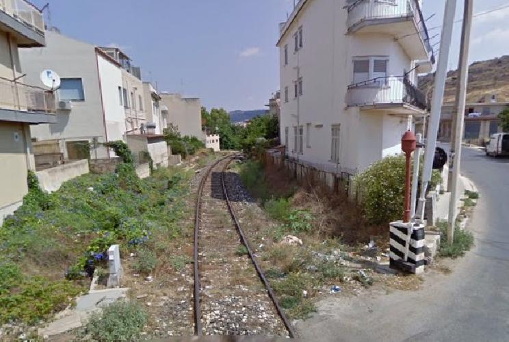 https://www.ragusanews.com//immagini_articoli/26-11-2012/sotto-processo-la-cinese-che-ha-tirato-dritto-al-passaggio-a-livello-500.jpg
