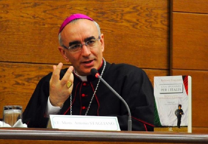 https://www.ragusanews.com//immagini_articoli/26-11-2014/il-vescovo-anche-nella-diocesi-di-noto-politici-corrotti-500.jpg