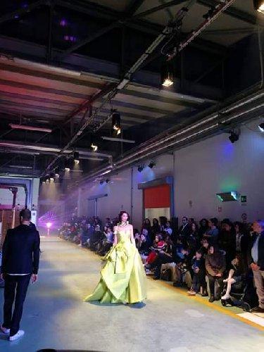 https://www.ragusanews.com//immagini_articoli/26-11-2018/1543238878-sposa-abiti-elisabetta-polignano-fabbrica-succhi-frutta-1-500.jpg