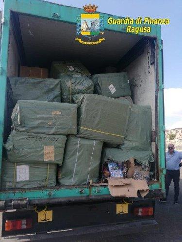 https://www.ragusanews.com//immagini_articoli/26-11-2019/tre-milioni-di-giocattoli-contraffatti-sequestrati-500.jpg