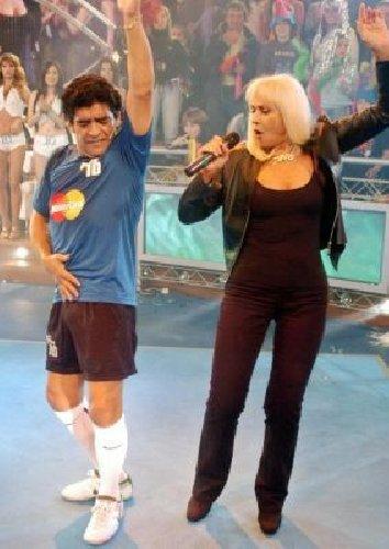 https://www.ragusanews.com//immagini_articoli/26-11-2020/le-canzoni-dedicate-maradona-da-manu-chao-ai-the-giornalisti-500.jpg