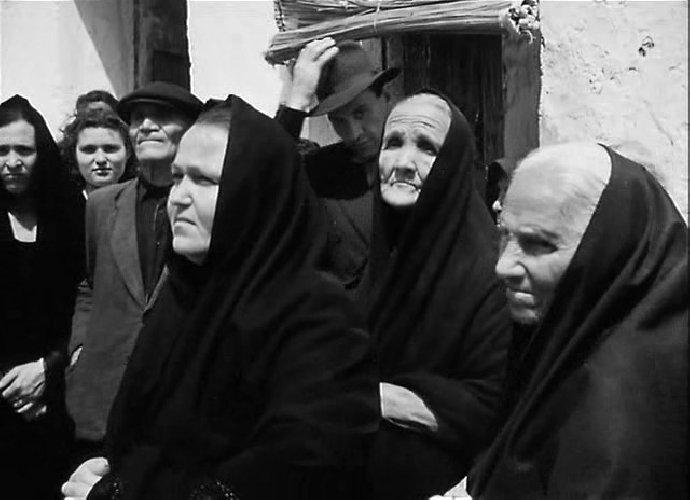 https://www.ragusanews.com//immagini_articoli/26-11-2020/scambio-di-salme-in-sicilia-e-i-parenti-tumulano-il-defunto-sbagliato-500.jpg
