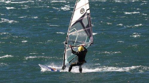 https://www.ragusanews.com//immagini_articoli/26-11-2020/surfista-in-difficolta-soccorso-a-marina-di-ragusa-280.jpg