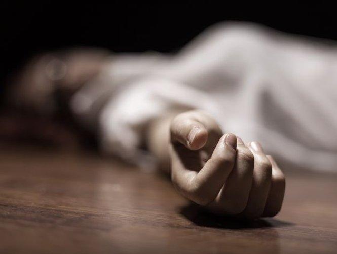 https://www.ragusanews.com//immagini_articoli/26-11-2020/uccide-la-compagna-e-va-in-questura-con-le-mani-ancora-lorde-di-sangue-500.jpg