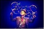 http://www.ragusanews.com//immagini_articoli/26-12-2014/bolle-di-sapone-al-teatro-garibaldi-100.jpg