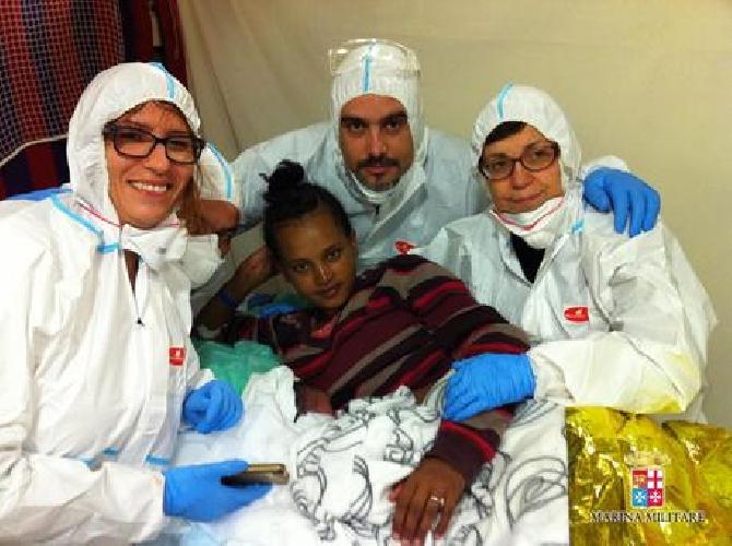 http://www.ragusanews.com//immagini_articoli/26-12-2014/pozzallo-400-migranti-un-morto-e-un-parto-500.jpg