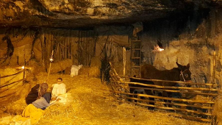 http://www.ragusanews.com//immagini_articoli/26-12-2015/piace-il-presepe-in-grotta-a-ibla-500.jpg