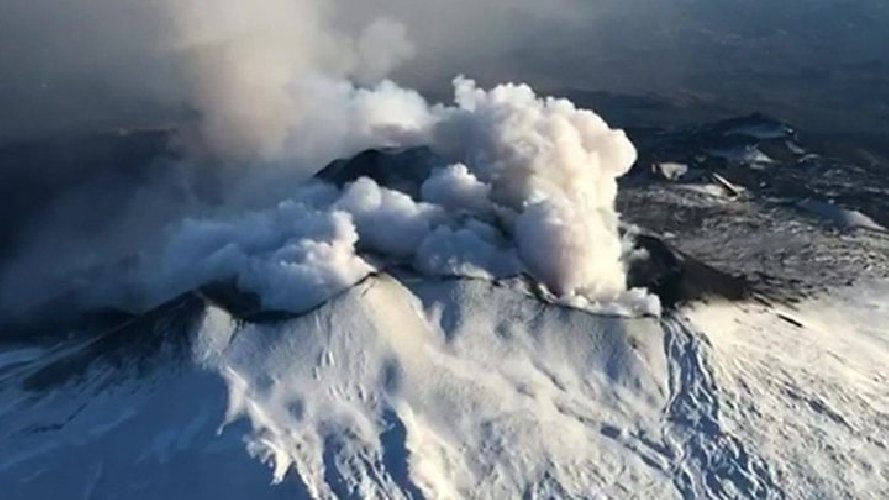 https://www.ragusanews.com//immagini_articoli/26-12-2018/etna-vulcanologi-siamo-tranquilli-500.jpg
