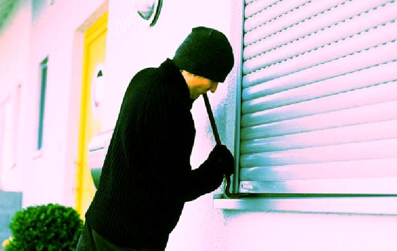 http://www.ragusanews.com//immagini_articoli/27-01-2014/furti-in-appartamento-a-modica-la-polizia-denuncia-tre-giovani-tunisini-500.jpg