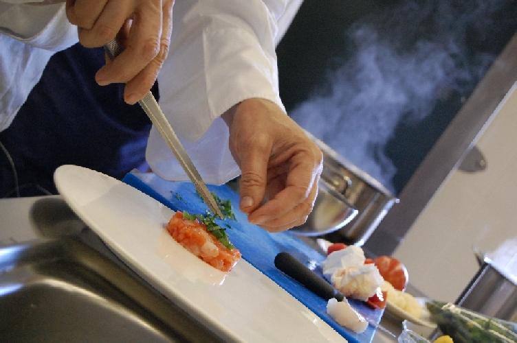 https://www.ragusanews.com//immagini_articoli/27-01-2014/lezioni-di-cucina-iblea-a-ragusa-500.jpg