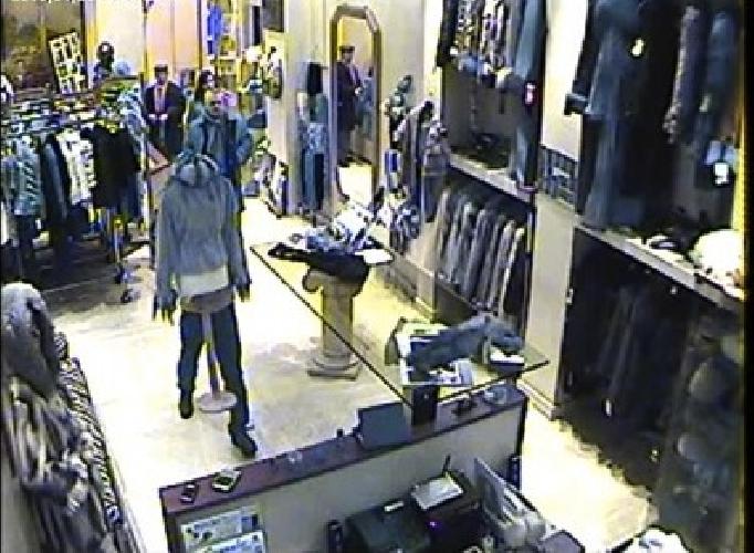 https://www.ragusanews.com//immagini_articoli/27-01-2015/marocchino-ruba-in-un-negozio-denunciato-500.jpg