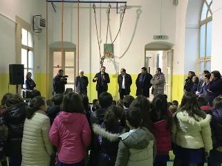 http://www.ragusanews.com//immagini_articoli/27-01-2016/inaugurata-la-nuova-palestra-del-plesso-scolastico-di-modica-alta-240.jpg