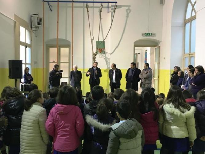 http://www.ragusanews.com//immagini_articoli/27-01-2016/inaugurata-la-nuova-palestra-del-plesso-scolastico-di-modica-alta-500.jpg