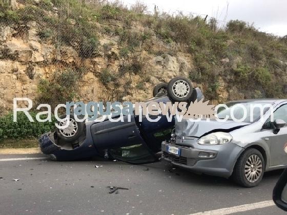 http://www.ragusanews.com//immagini_articoli/27-01-2017/terribile-incidente-ragusa-modica-auto-cappottata-420.jpg