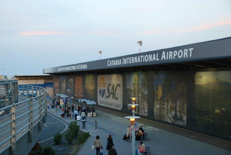 https://www.ragusanews.com//immagini_articoli/27-01-2019/riaperto-aeroporto-catania-500.jpg