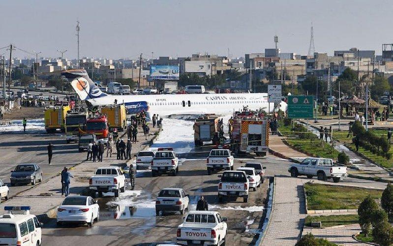 https://www.ragusanews.com//immagini_articoli/27-01-2020/1580145007-aereo-atterra-in-strada-nessun-ferito-video-1-500.jpg