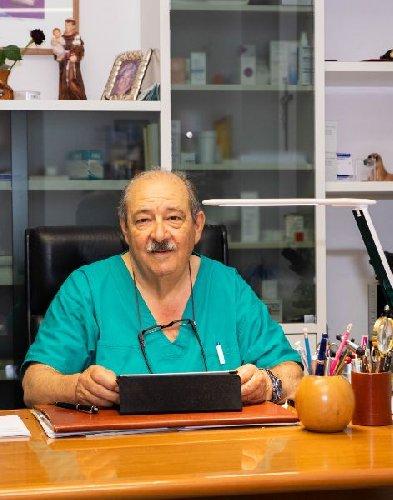 https://www.ragusanews.com//immagini_articoli/27-01-2021/il-covid-si-porta-via-il-dermatologo-antonino-iabichino-500.jpg