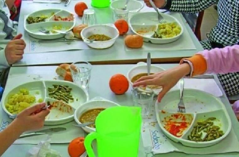 https://www.ragusanews.com//immagini_articoli/27-02-2014/refezione-scolastica-abbate-la-minestra-e-buona-500.jpg