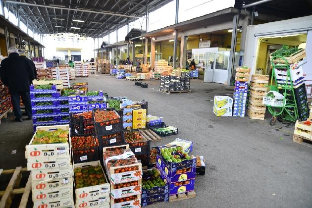 http://www.ragusanews.com//immagini_articoli/27-02-2017/estorsioni-mercato-vittoria-arresti-420.jpg