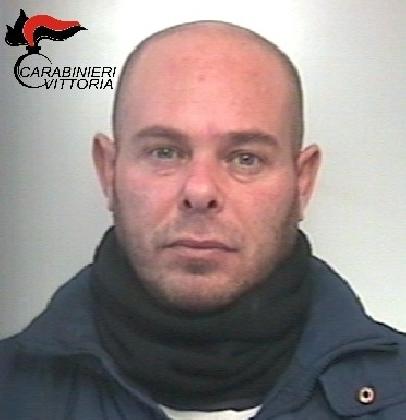 https://www.ragusanews.com//immagini_articoli/27-02-2017/ladro-arance-arrestato-pietro-favata-420.jpg