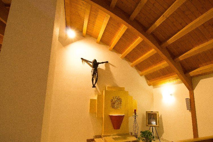 https://www.ragusanews.com//immagini_articoli/27-02-2018/donnalucata-crocifisso-candiano-donato-famiglia-campo-500.jpg