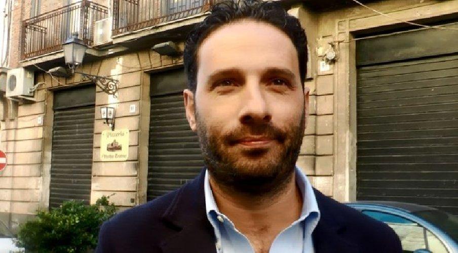 https://www.ragusanews.com//immagini_articoli/27-02-2018/travolto-inchiesta-dimette-sindaco-acireale-500.jpg
