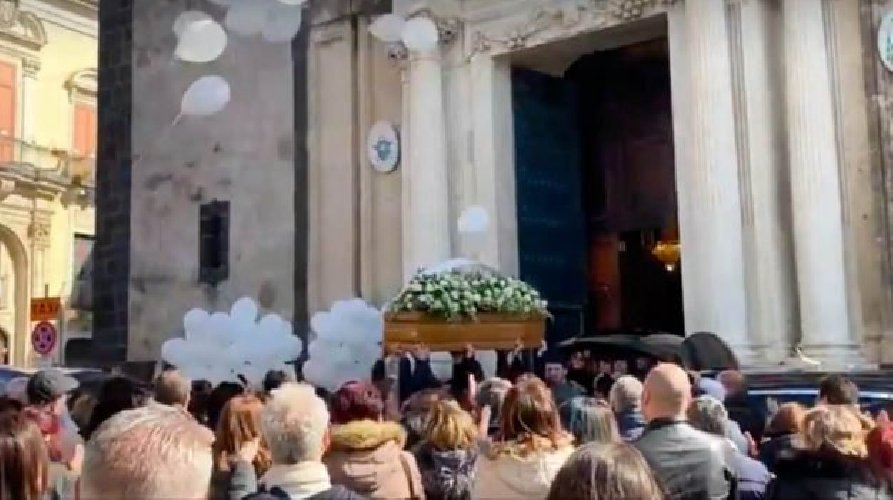 https://www.ragusanews.com//immagini_articoli/27-02-2019/acireale-celebrati-funerali-margherita-lorenzo-500.jpg