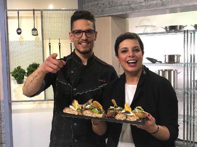 https://www.ragusanews.com//immagini_articoli/27-02-2019/ragusano-carmelo-mallia-ospite-cuochi-dintorni-next-500.jpg