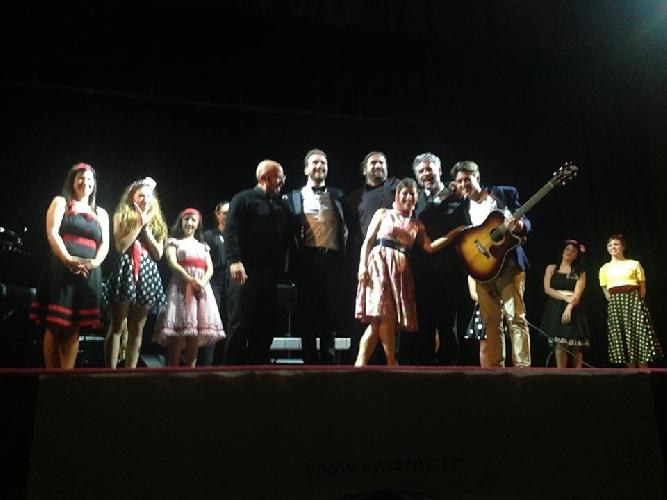 http://www.ragusanews.com//immagini_articoli/27-03-2015/il-varieta-di-peppe-arezzo-al-teatro-italia-500.jpg