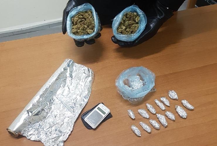 http://www.ragusanews.com//immagini_articoli/27-03-2017/droga-arrestati-ventenni-spaccio-500.jpg