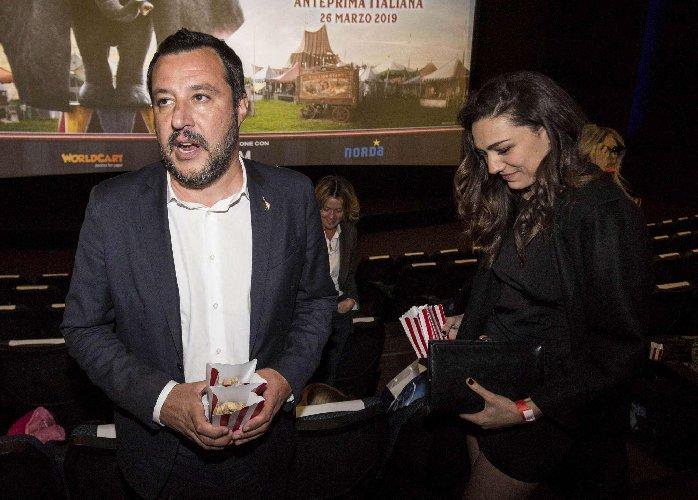 https://www.ragusanews.com//immagini_articoli/27-03-2019/1553677505-ecco-la-prima-foto-di-salvini-con-la-fidanzata-francesca-verdini-1-500.jpg