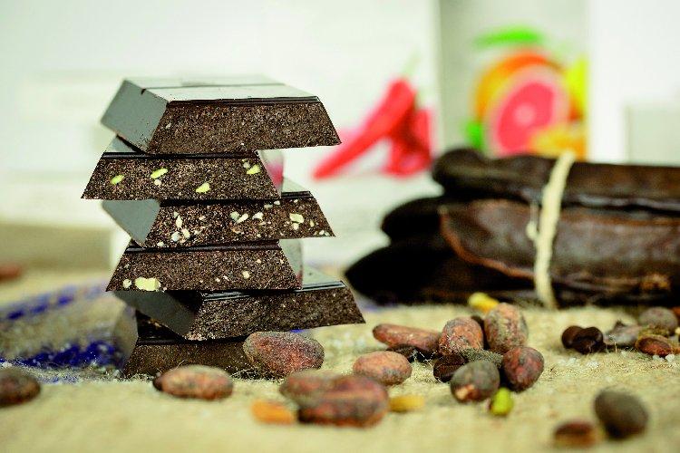 https://www.ragusanews.com//immagini_articoli/27-03-2019/arrivano-in-commercio-le-prime-tavolette-di-cioccolato-di-modica-igp-500.jpg