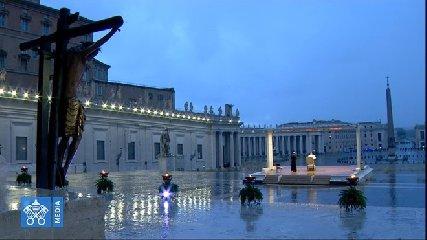 https://www.ragusanews.com//immagini_articoli/27-03-2020/1585330935-papa-francesco-solo-in-piazza-san-pietro-in-un-film-1-240.jpg