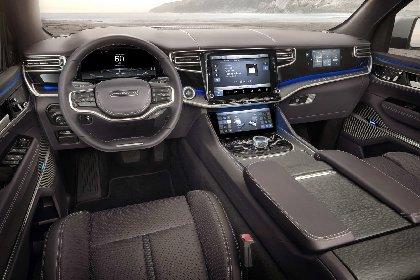 https://www.ragusanews.com//immagini_articoli/27-03-2021/1616870405-jeep-wagoneer-e-grand-wagoneer-tu-vuo-fa-l-americano-2-280.jpg