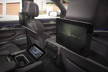https://www.ragusanews.com//immagini_articoli/27-03-2021/1616870650-jeep-wagoneer-e-grand-wagoneer-tu-vuo-fa-l-americano-6-280.jpg