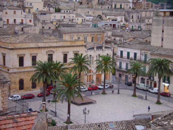 http://www.ragusanews.com//immagini_articoli/27-04-2015/senegalese-aggredito-in-piazza-matteotti-500.jpg