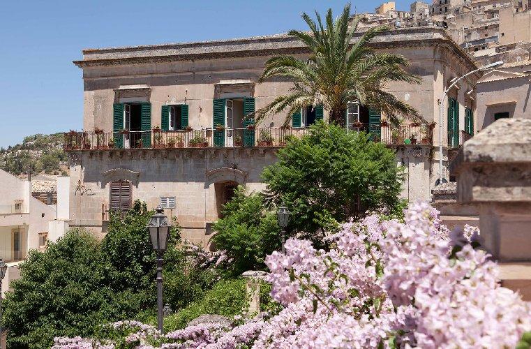 https://www.ragusanews.com//immagini_articoli/27-04-2018/modica-palazzo-castro-grimaldi-apre-porte-festa-giorgio-500.jpg
