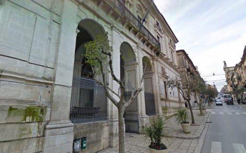 https://www.ragusanews.com//immagini_articoli/27-04-2018/sindaco-ragusa-minardo-media-500.jpg