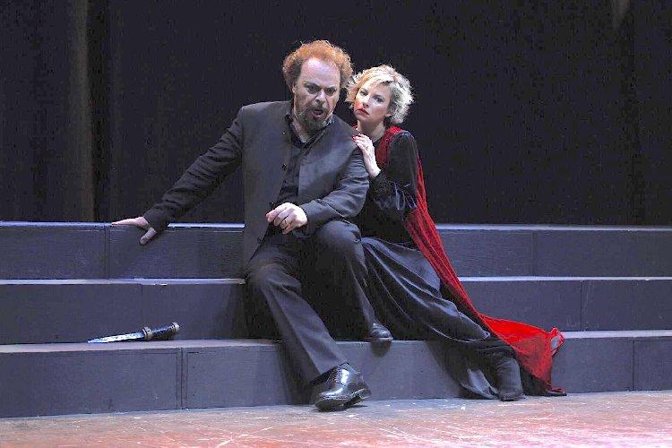 https://www.ragusanews.com//immagini_articoli/27-04-2019/il-macbeth-infiamma-il-teatro-garibaldi-500.jpg